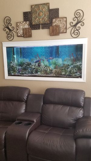 Fish tank with fish for Sale in Palmdale, CA
