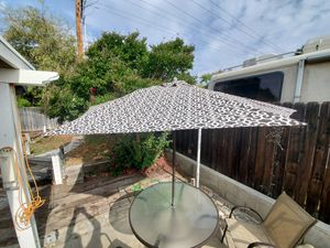 Patio Set mint condition !!! for Sale in Etiwanda, CA