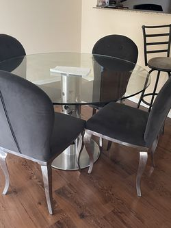 Dinning Set for Sale in Mount Rainier,  MD