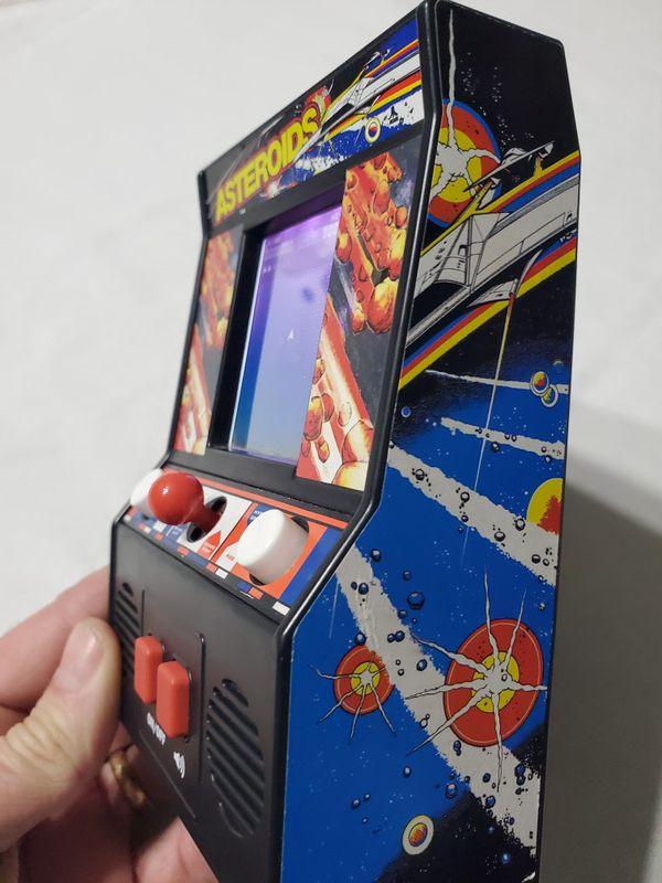 Mini asteroids video arcade game