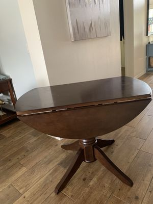 Drop leaf dining/ kitchen table for Sale in Ruskin, FL