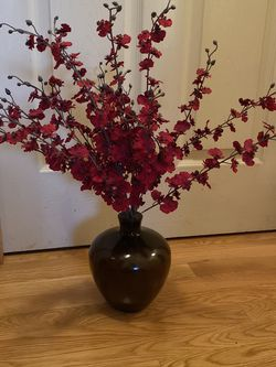 Flowers And Vase for Sale in West Linn,  OR