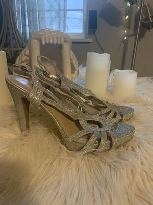 Audrey Brooke silver sparkle women's heels shoes size 7.5 for Sale in Fort Worth, TX