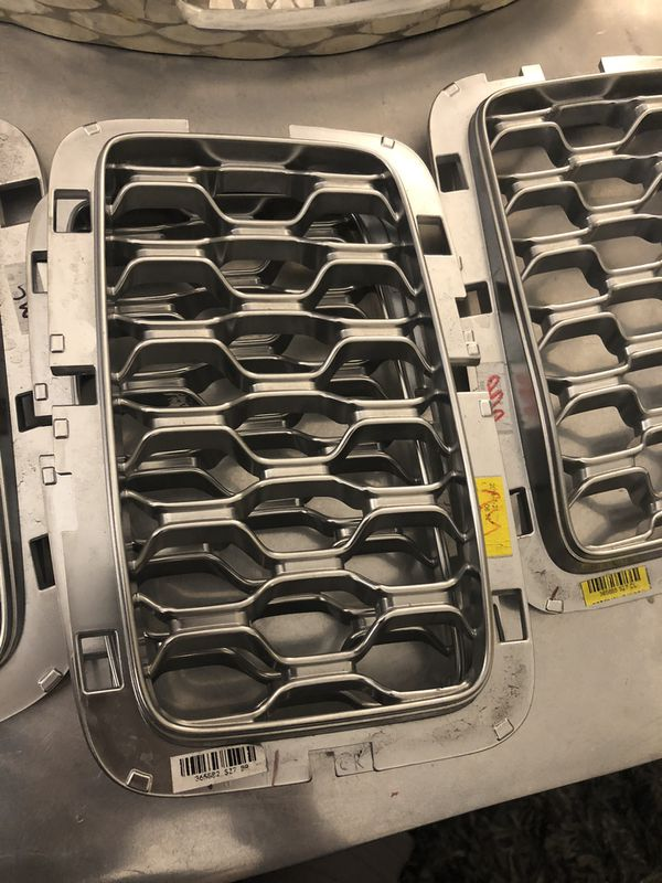 2019 Jeep Grand Cherokee grille inserts in silver OEM part
