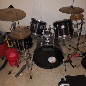 5 Piece Drum Set Yamaha Power Speacial with A Few Extras for Sale in Burien, WA