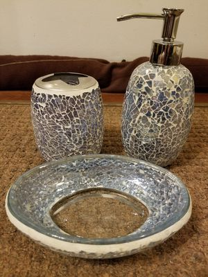 3 pc. MOSAIC GLASS BATHROOM SET for Sale in Columbia, MD