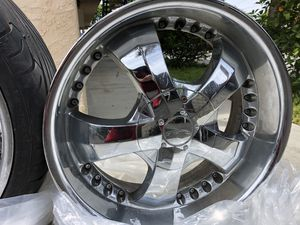 Beautiful Chrome rims (universal ) size 20 for Sale in Spring Valley, CA