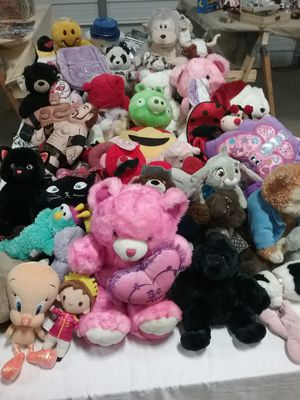 Beautiful stuffed animal and comic collection for Sale in Arlington, TX