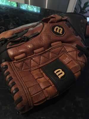 A500 Wilson youth glove for Sale in Matthews, NC