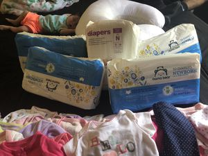 New born diapers & new born baby clothes!! for Sale in Vancouver, WA