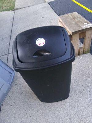 Kitchen size trash can for Sale in Galloway, OH