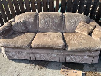 Free Couch and Love seat In Good Shape. for Sale in Zillah,  WA