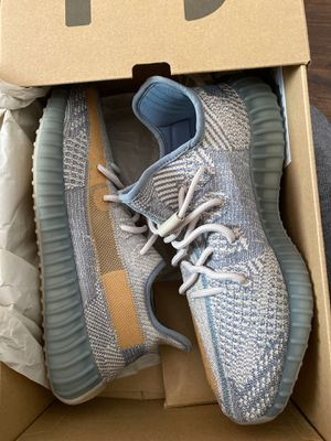 Yeezy BOOST 350 v2 SIZE 10 for Sale in Methuen, MA