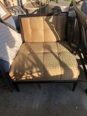 Giraffe sofa chair for Sale in Coachella, CA