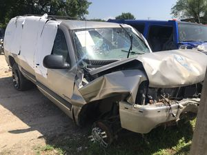 2000 2001 2002 2003 chevy suburban 1500 for parts for Sale in Dallas, TX