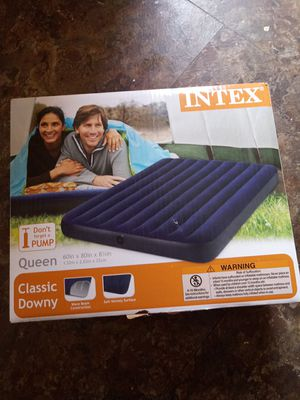 Air Mattress with pump and batteries for Sale in Waterford Township, MI