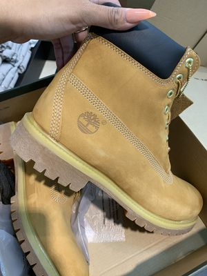 New wheat timberland for men size 9 for Sale in Miami, FL