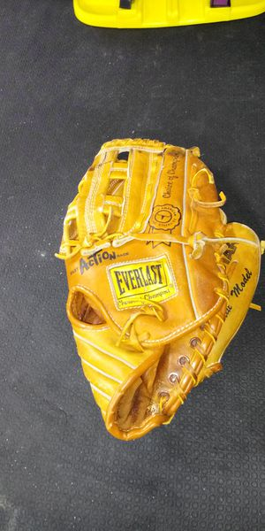 Baseball glove for Sale in Lindenwold, NJ