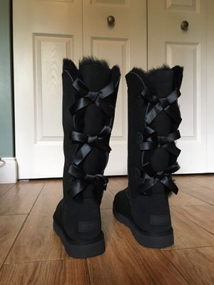 Tall Triplet Bow (UGG) for Sale in Plantation, FL