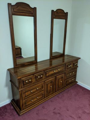 Nice Bedroom Set Needs to go ASAP!! Dresser, Queen bed, side table and mattress for Sale in Boulder, CO