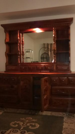 9 draw dresser w lighted 3 draw vanity for Sale in Alta Loma, CA