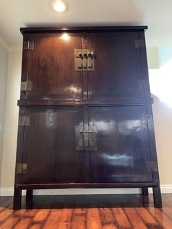 Antique Chinese (Qing Period) Armoire made of Chinese Elm. for Sale in Sloan,  NV