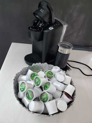 Keurig k-latte with frother and with about 100 k-cups for Sale in Fort Lauderdale, FL