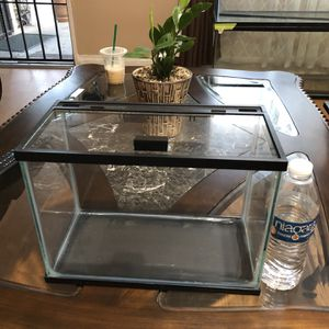 2 gallons beta fish tank /// BRAND NEW / for Sale in Compton, CA