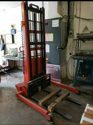 Lifter 2,000 Lbs for Sale in Lake Worth, FL