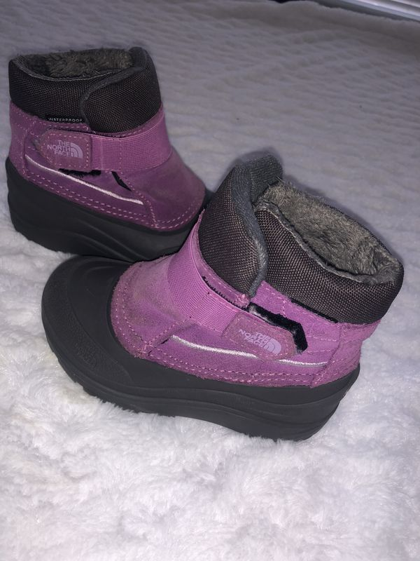 The north face little girl size 9 snow boots.
