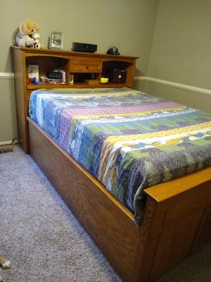 Queen size oak bed for Sale in Groveport, OH