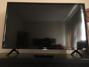 TCL 32in TV w/ Roku for Sale in South Deerfield, MA
