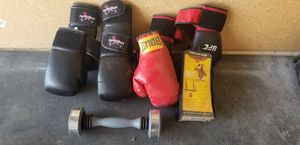 Kick boxing/boxing gloves, spd bag for Sale in Peoria, AZ