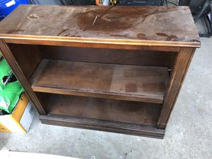 Small stand tv with shelf for Sale in El Paso, TX