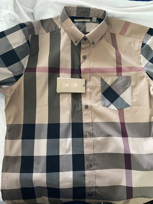 2x Burberry Short sleeve for Sale in Copiague, NY