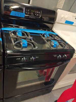 Frigidaire gas stove in excellent condition w/4 months warranty for Sale in Baltimore, MD