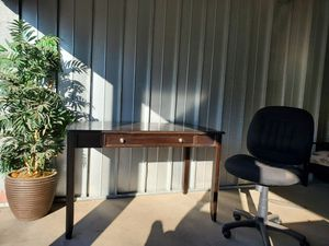 Desk and chair for Sale in Gilbert, AZ