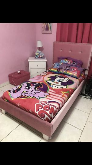 Twin size bed frame for sell for Sale in Miami, FL