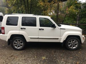 Amazing 09 Jeep Liberty Limited Awd for Sale in Pittsburgh, PA