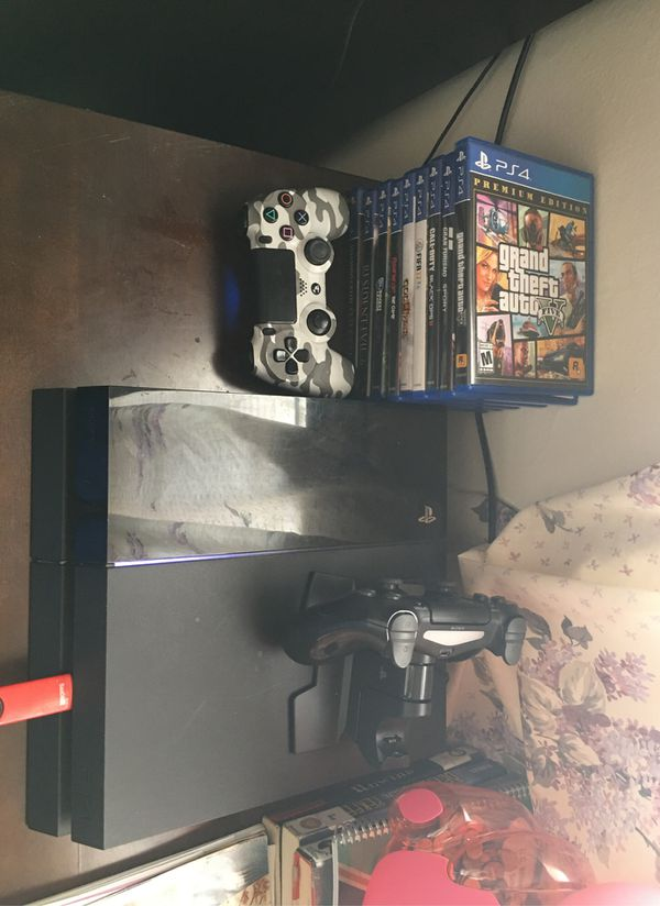 Ps4 with 2 controllers and 10 games