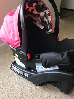 Infant Car Seat With Base for Sale in Smyrna,  GA