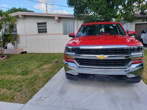 2018 Chevy Silverado LT 4X4 for Sale in Miami, FL