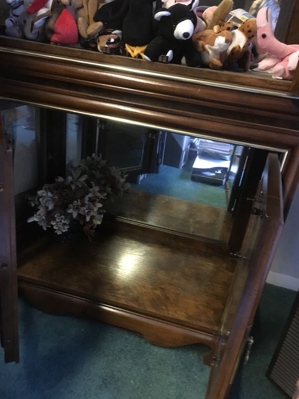 Beautiful curio cabinet with mirror back and lighting