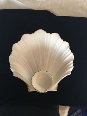 Ivory Bone China Scallop Shell Server by Mikasa Japan for Sale in Alexandria, VA