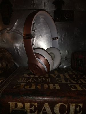Beats by Dre solo 3 rose gold and white for Sale in Westminster, CO