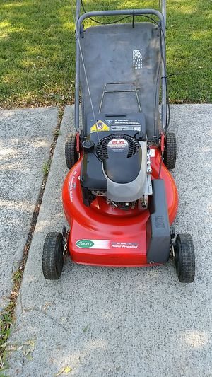 Scotts 6hp self propelled lawn mower with a bag for Sale in Southfield, MI