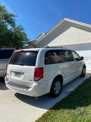 2013 Dodge Grand Caravan SXT mini van 4D for Sale in Orlando, FL