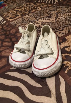 Size 5 Toddler Converse for Sale in Norco, CA