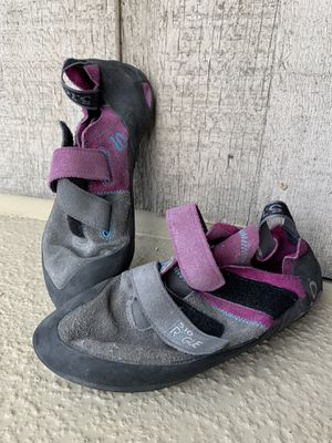 Five Ten Rogue VCS Climbing Shoes 39.5 for Sale in Anchorage, AK