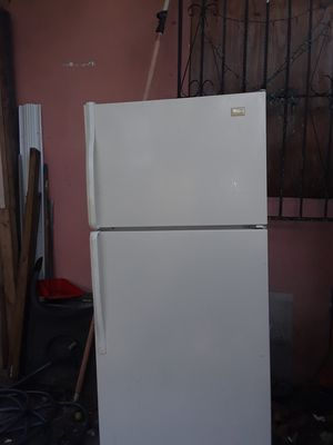 Whirlpool refrigerator 28 in wide 66 height for Sale in Miami, FL